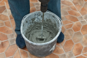 ukladka-keramogranitnoj-plitki-na-pol-2