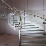 Стеклянные лестницы в интерьере домов