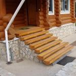 Строим крыльцо из дерева для загородного дома