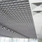 Потолок Грильято разнообразит интерьер помещения