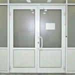 Двери из пластиковых материалов