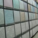 Разнообразие цветовой палитры и фактур клеевых потолков