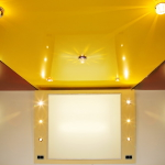 Установка винилового потолка