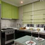 Дизайн широкой кухни квадратной формы
