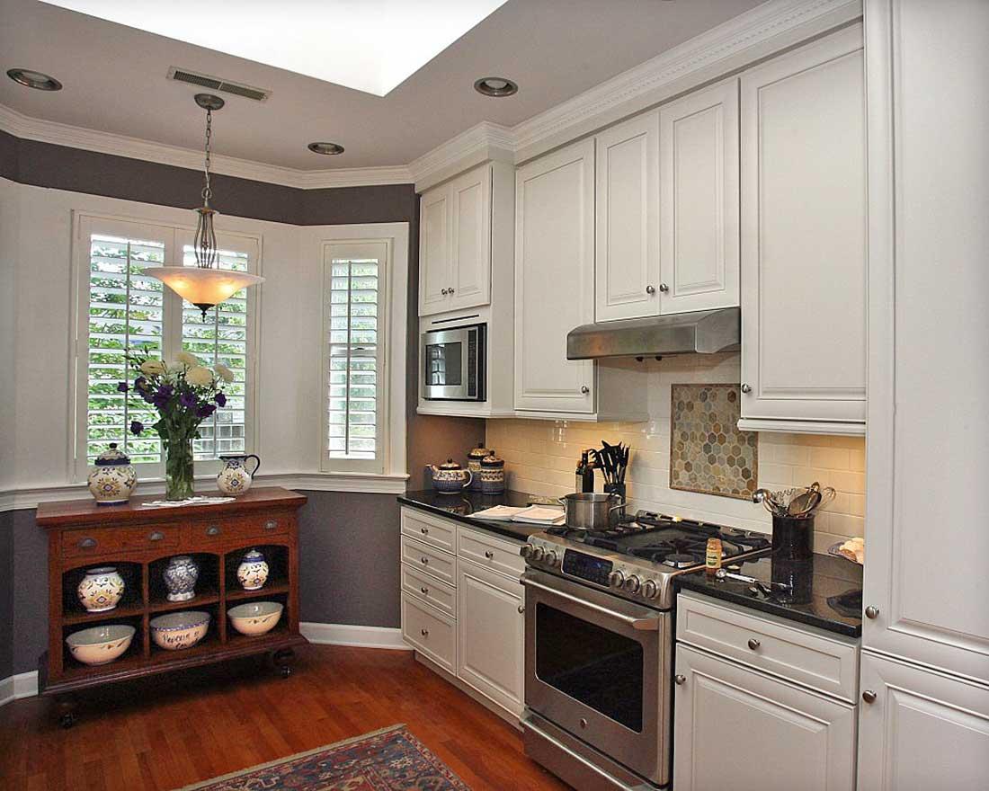 Фото дизайна кухни с эркером