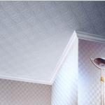 Клеевой потолок обычным способом