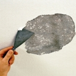 Очистка потолка от побелки