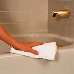 Регулярный уход за акриловой ванной
